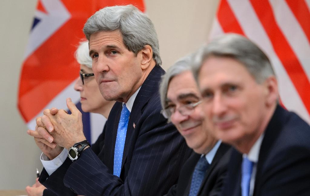 (L-R) US Under Secretary for Political Affairs Wendy Sherman, Secretary of State John Kerry, Secretary of Energy Ernest Moniz and British Foreign Secretary Philip Hammond before the P5+1 meeting in Lausanne on March 29, 2015 (AFP Photo/Fabrice Coffrini)