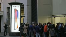 Apple lanza el iPhone X, trata de satisfacer demanda