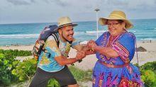 Mochilero recorre el mundo junto a su mamá... intenta demostrar que no hay edad para viajar