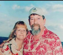 Undying love: Years after losing cancer battle, he still gets wife Valentine's Day flowers
