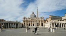 'Dama do Cardeal' é detida na Itália por desvio de recursos no Vaticano