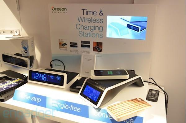 Oregon Scientific Time & Wireless Charging Stations hands-on