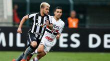 Lateral comemora volta ao Botafogo e faz promessa à torcida: 'Conseguir conquistas'