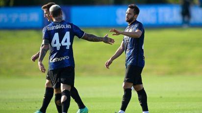 Calhanoglu si scatena, un gol e due assist nel 6-0 dell'Inter al Crotone. Si rivedono Brozovic, Lukaku e Vidal