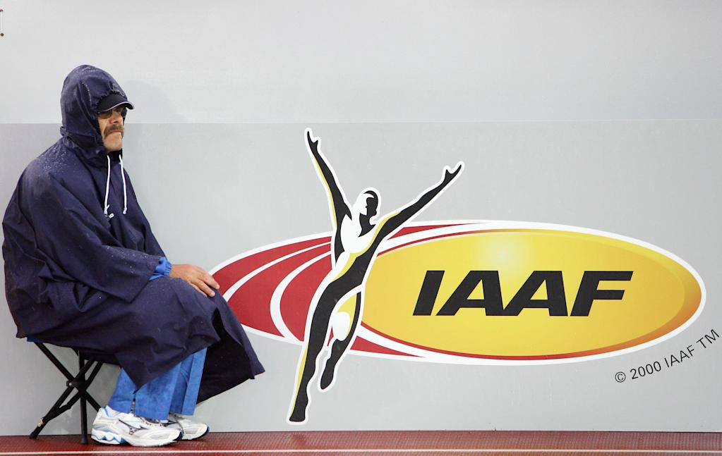 an IAAF judge is seen during the women's 200m semi-final at the 10th IAAF World Athletics Championships in Helsinki 11 August 2005. AFP PHOTO ADRIAN DENNIS (AFP Photo/Adrian Dennis)