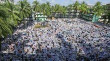 Más de cien mil personas asisten al funeral de un líder islamista en Bangladés
