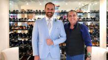 'Eduardo Bolsonaro vai casar chique e leve', garante estilista responsável pelo terno