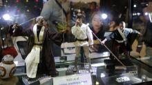 """Um ihren letzten Wunsch zu erfüllen: Mann verkauft seine """"Star Wars""""-Kollektion für verstorbene Frau"""