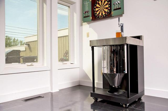 Whirlpool's Vessi is a homebrew fermenter that pours a pint