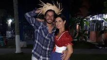 Fátima Bernardes e namorado se esbaldam em festa junina