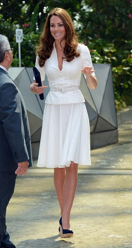 She also wore a lovely Alexander McQueen skirt and jacket with Stuart Weitzman wedges.