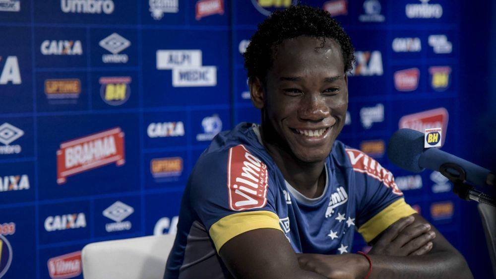 Caicedo exalta boa fase no Cruzeiro e celebra convocação