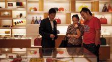 La Cina crea tensioni nel lusso. Quali i titoli da comprare ora?