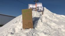 'Thanks for the food': Inuvik, N.W.T., residents thank truckers with signs on highway