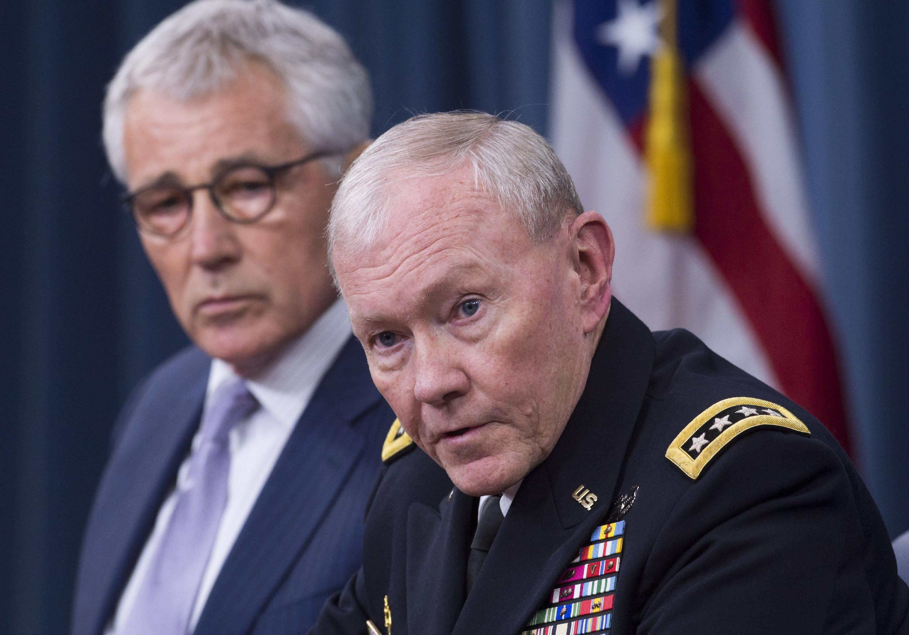 US Secretary of Defense Chuck Hagel (L) and Chairman of the Joint Chiefs of Staff General Martin Dempsey hold a press briefing at the Pentagon in Washington, DC, August 21, 2014 (AFP Photo/Saul Loeb)