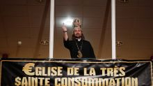 VIDEO. Lille:  L'Eglise de la Très $ainte Consommation revient sur la scène politico-culturelle avec la cérémonie des Doigts d'Or