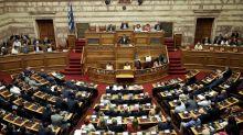 El Parlamento griego revoca el decimotercer recorte de las pensiones