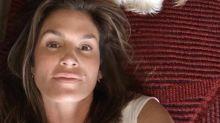 Cindy Crawford, 52, shares stunning makeup-free selfie