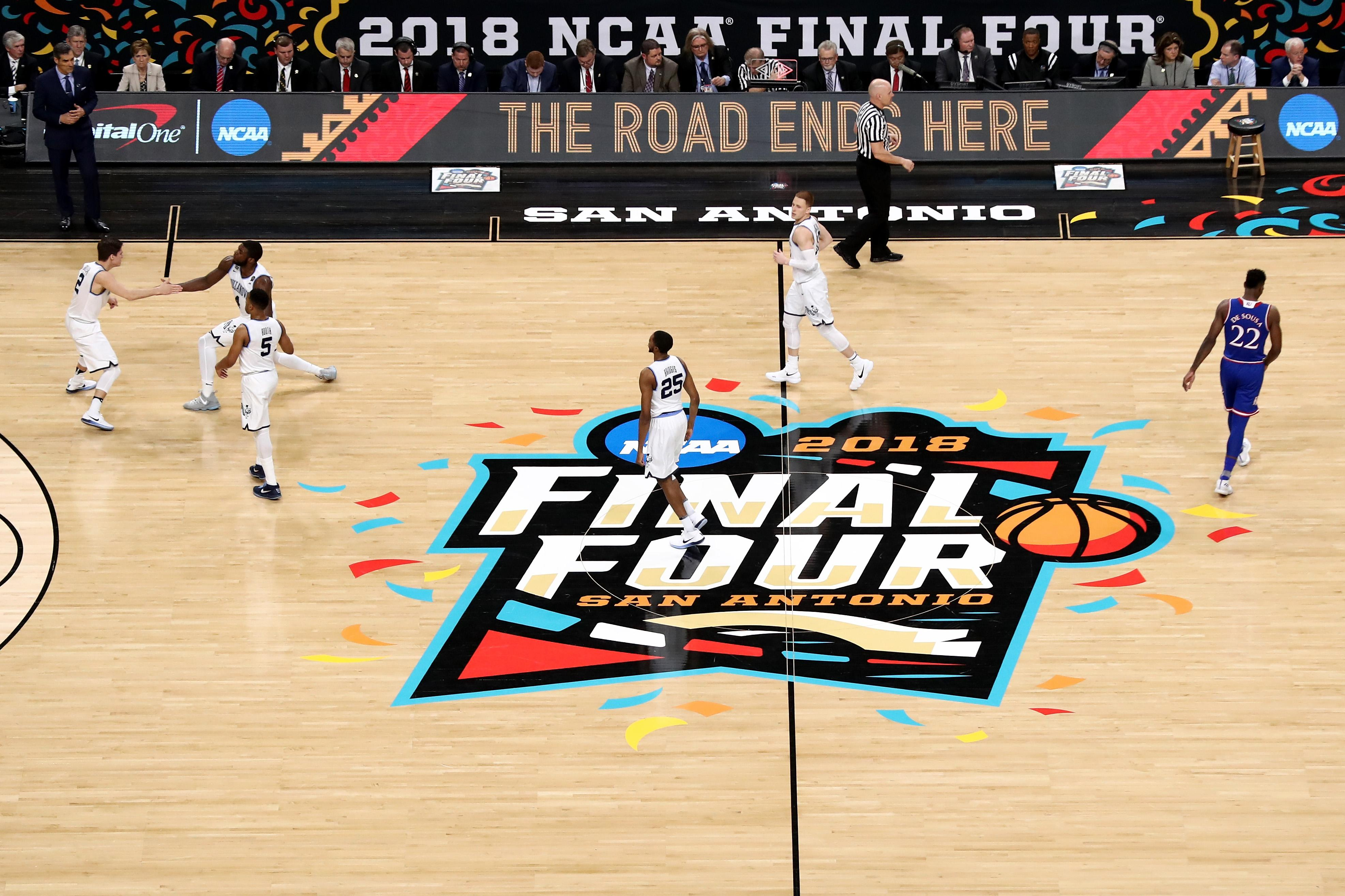 2018 19 College Basketball Top 25 Kansas Villanova Lead