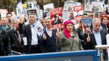 Hunderte Menschen demonstrieren gegen Erdogan-Besuch