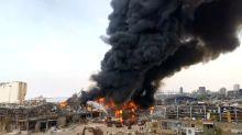 Beyrouth: un mois après les explosions, un gigantesque incendie frappe le port