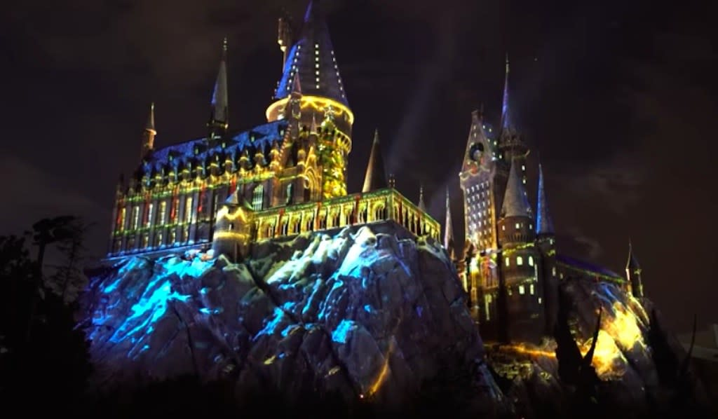 Crazy For Christmas.Harry Potter Theme Park Goes Crazy For Christmas
