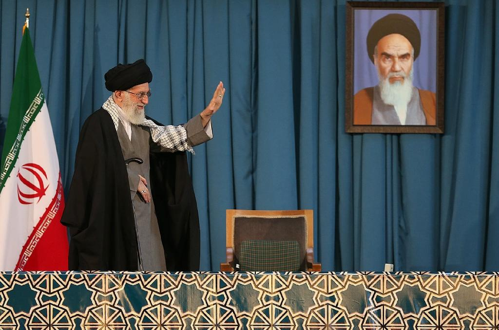 A picture released by the office of Iran's Supreme Leader Ayatollah Ali Khamenei on March 21, 2015 shows him waving to the crowd attending the celebrations of Noruz, the Persian New Year, in the northeast holy city of Mashhad (AFP Photo/)