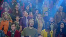 Revelan que 'Glee' usaba muñecos para llenar de público los auditorios