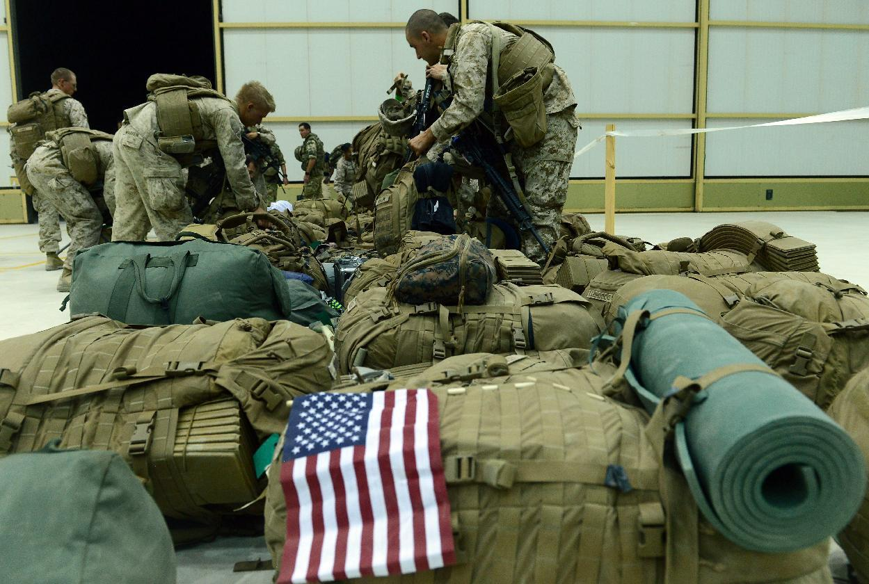 US Marines arrive in Kandahar after their withdrawl from the Camp Bastion-Leatherneck complex in Helmand province on October 26, 2014 (AFP Photo/Wakil Kohsar)