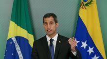 Proibido de deixar país, Guaidó chega a Bogotá para reunião com Duque e Pompeo