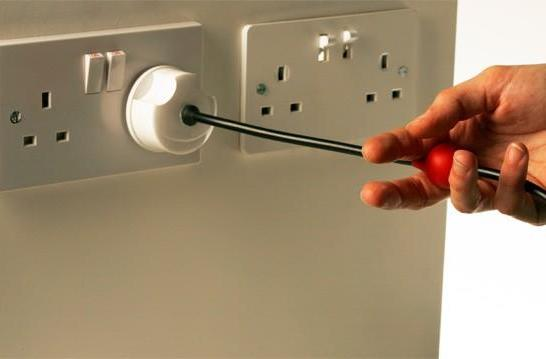 3 Pin British Plug: go ahead and yank it