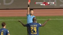 [VIDÉO] Yaya Touré expulsé pour une faute commise après... dix secondes de jeu !