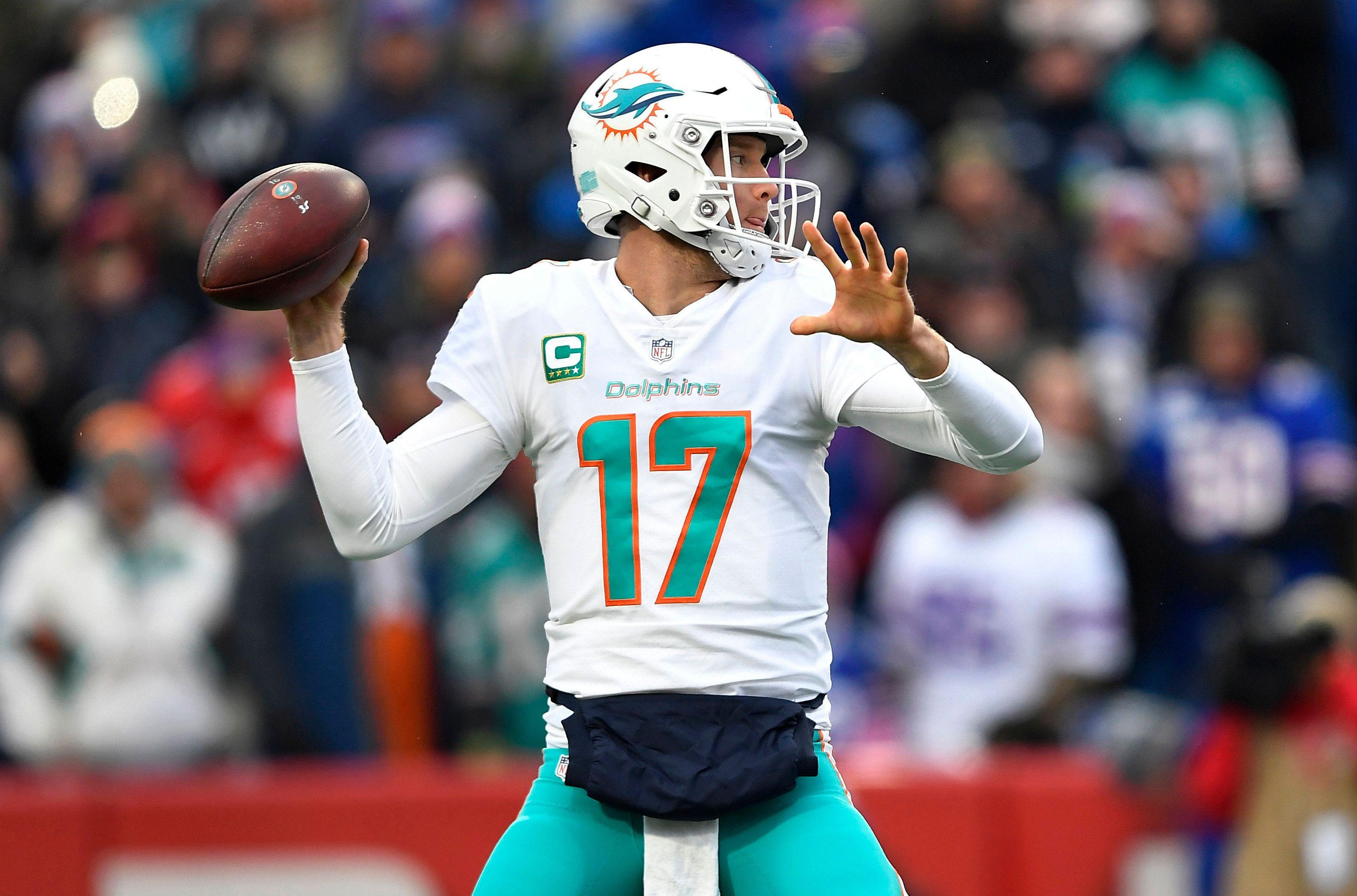 Dolphins officially give up on QB Ryan Tannehill, trade him to Titans