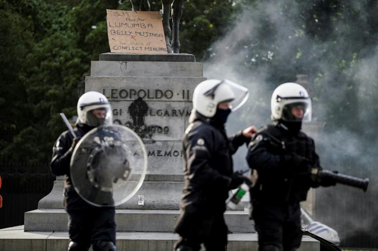 Riot police protected the King Leopold II of Belgium statue during an anti-racism protests in Brussels (AFP Photo/Kenzo TRIBOUILLARD)