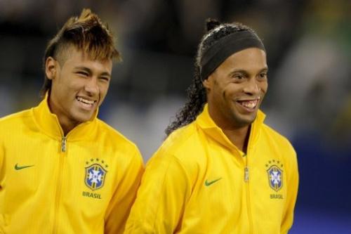 Luiz Felipe Scolari admitió que está considerando la convocatoria de los experimentados Ronaldinho Gaúcho y Kaká.
