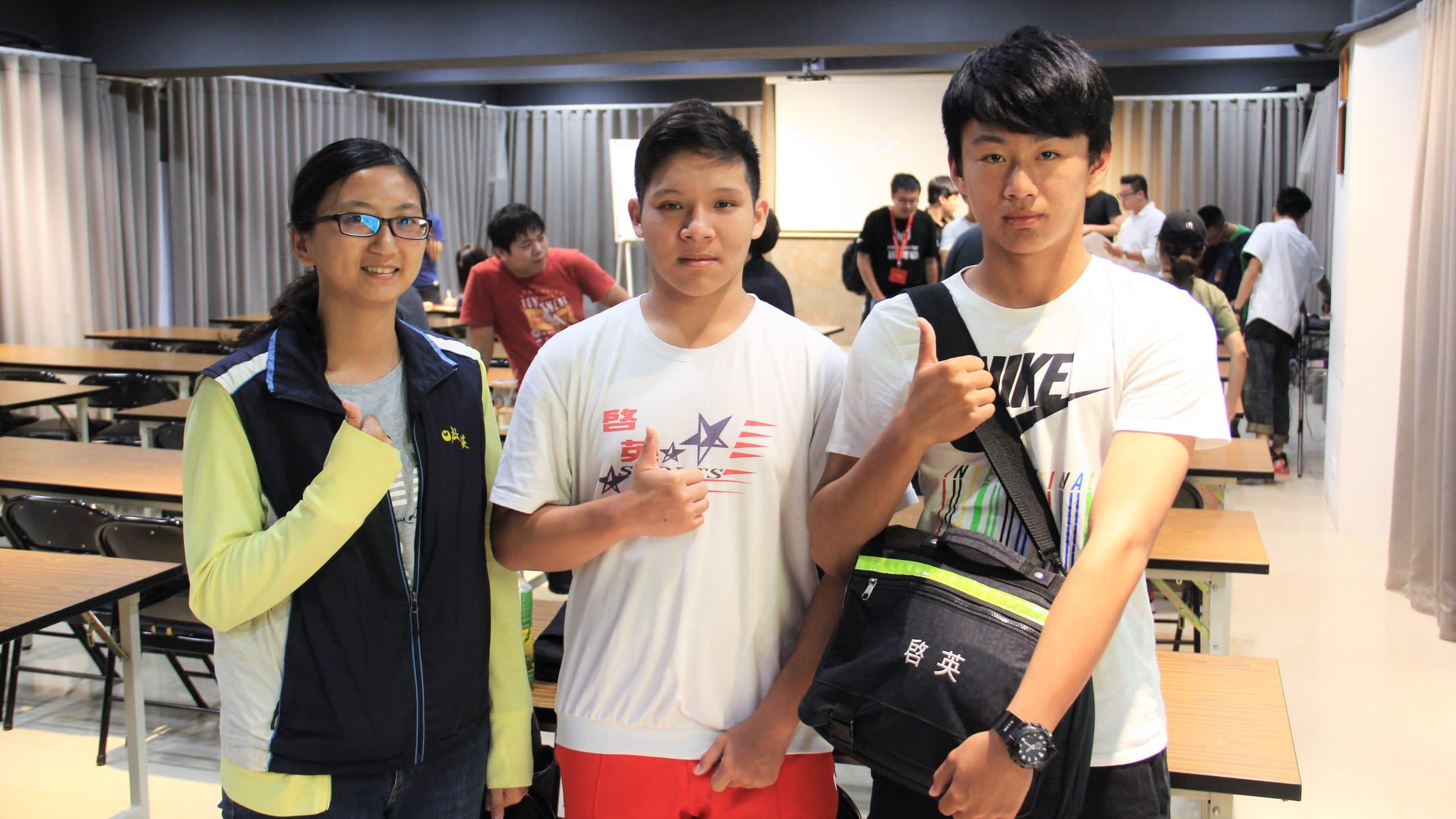 啟英高中代表(左起)吳老師、郭同學、蔡同學表示校隊上學期就已成立,相當期待PMCC比賽。