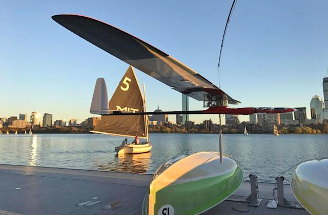 MIT's autonomous drone is equal parts albatross and sailboat