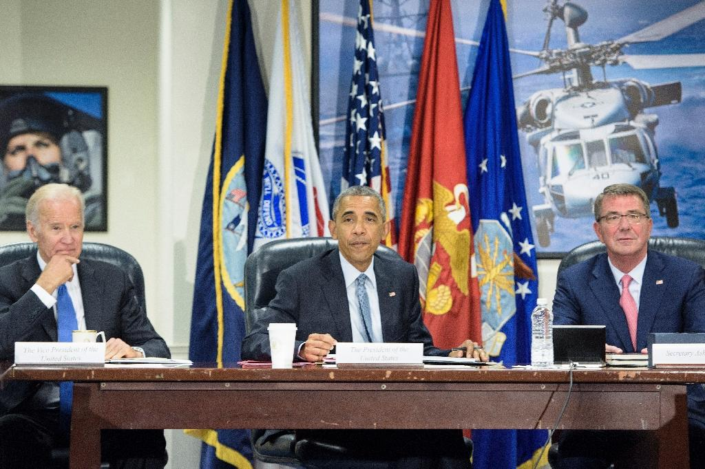 (L-R) Vice President Joe Biden, President Barack Obama and US Secretary of Defense Ashton Carter at the Pentagon on August 4, 2016