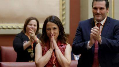 Hernández, del PSOE, alcaldesa de Santa Cruz, con el apoyo de Podemos y Cs