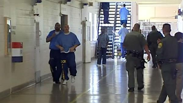 Judges: Jerry Brown must fully comply with prison order