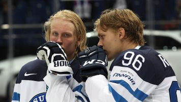 NHL agent: Laine, Rantanen are 'not close' to signing