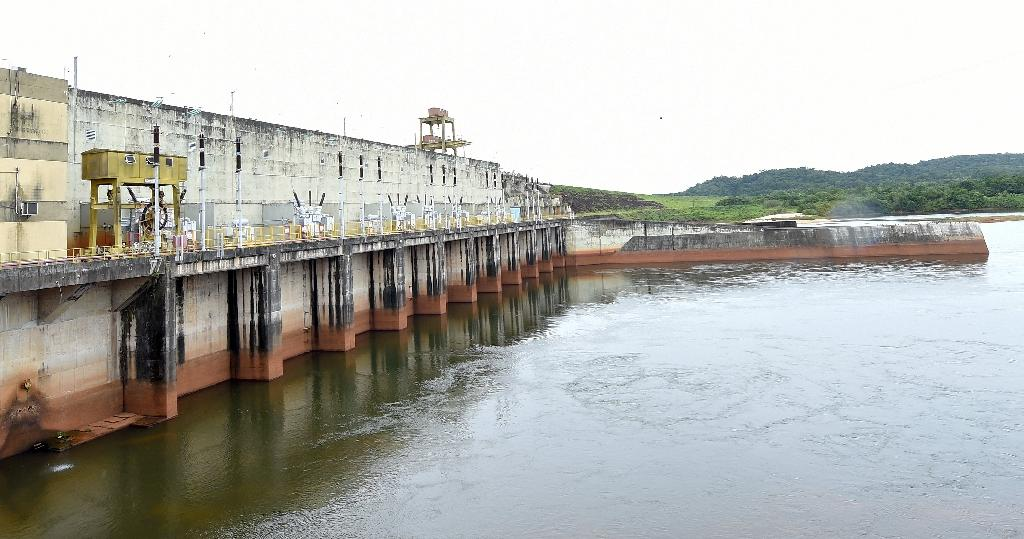 Critics have blasted the Balbina dam, located near the equator line some 200 kilometers (125 miles) north of the Amazonian city of Manaus, as an environmental crime (AFP Photo/Evaristo Sa)