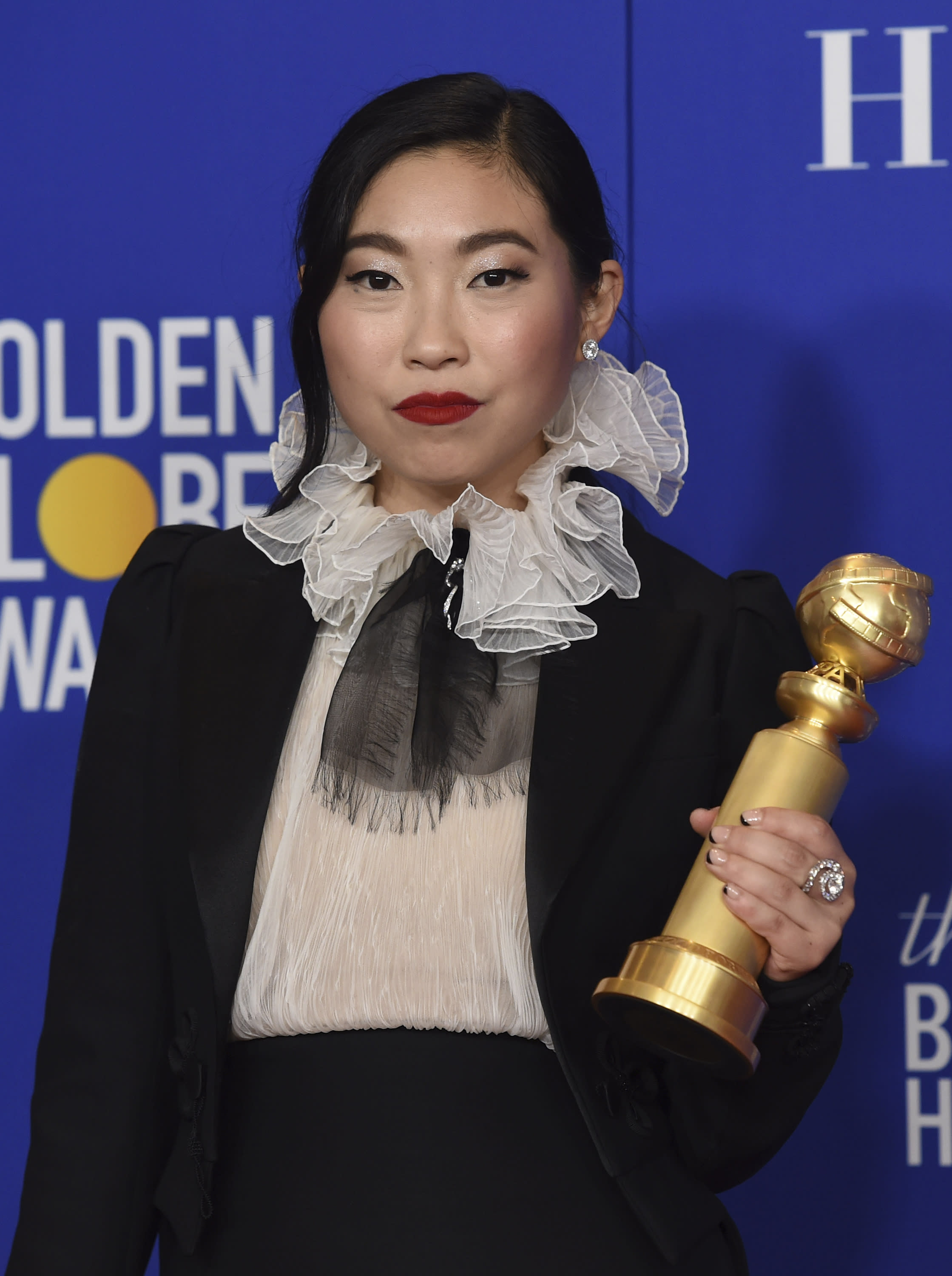 Awkwafina makes Globes' history with 'Farewell' acting win