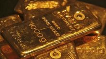 Gold Dips as U.S. Dollar Rallies