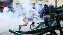 Miles de colombianos se manifiestan en la calle en una jornada empañada por los disturbios