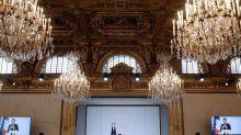 Macron fait la danse du ventre à 500 patrons d'entreprises de taille intermédiaire (ETI)