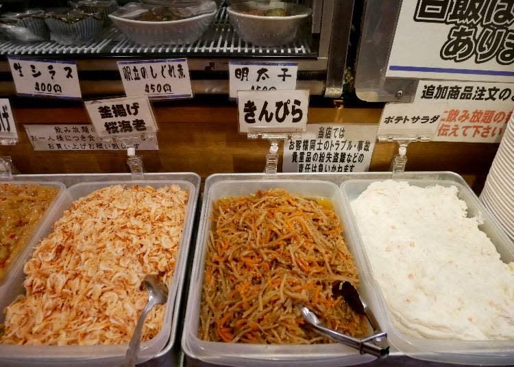右起:馬鈴薯沙拉、涼拌牛蒡絲、鍋煮櫻花蝦