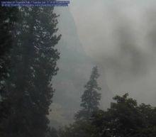 Firefighters injured as blaze near Yosemite grows