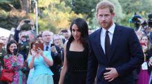 Herzogin Meghan trägt ein Outfit von der Designerin, die ihr Hochzeitskleid kritisiert hatte
