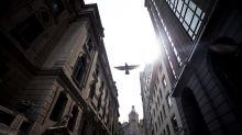 Bolsa y peso chilenos acaban, con leves caídas, una semana de gran retroceso